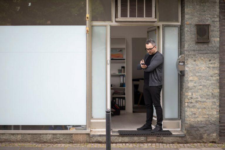 Hier entstehen Gedanken, Projekte, Doktorarbeiten: Alkins Büro in Köln-Mülheim.