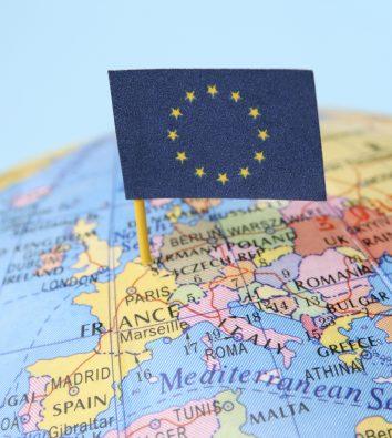 Europakarte mit EU-Flagge