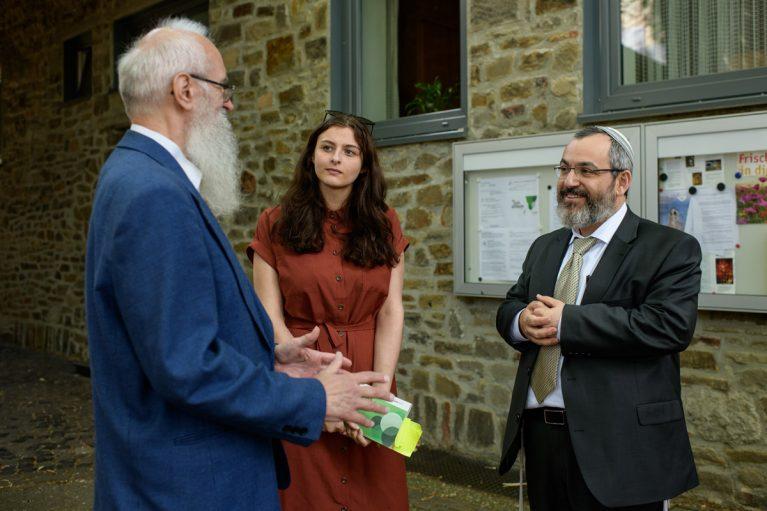 Rosa Lyenska im Gespräch mit dem Rabbiner Avichai Apel und dem Theologen Prof. Dr. Martin Leutzsch.