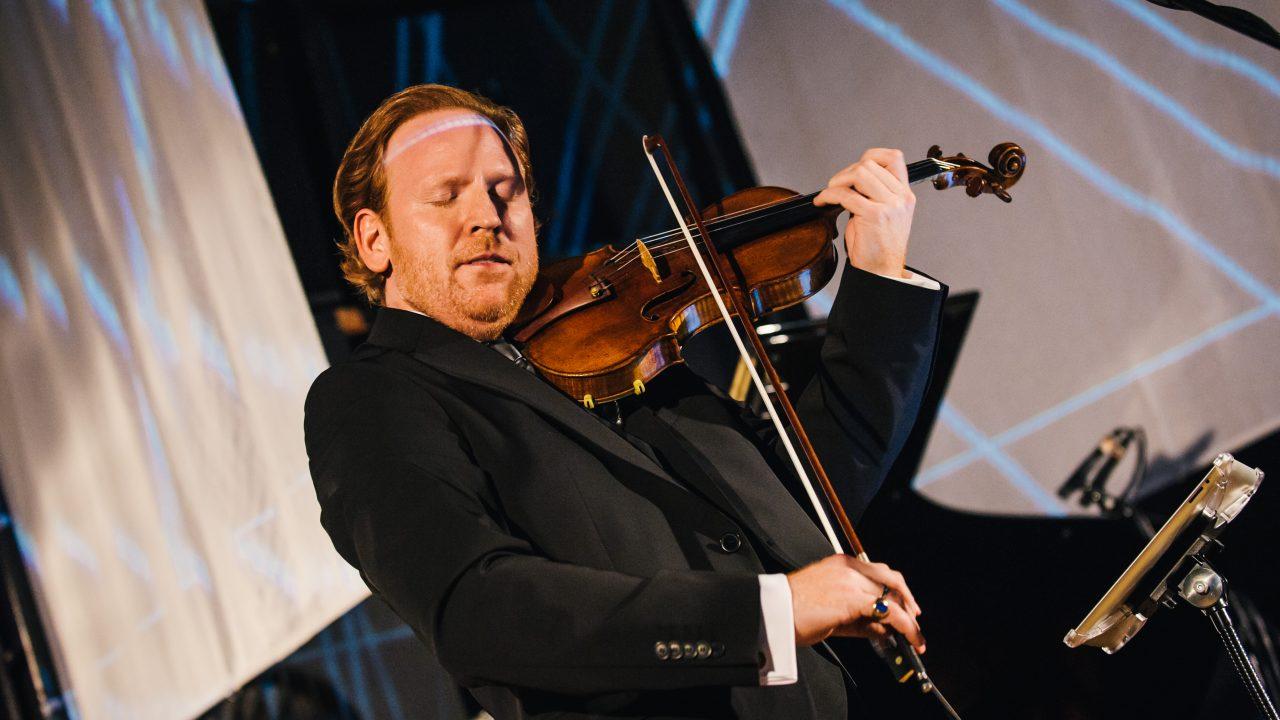 Daniel Hope spielt Geige.