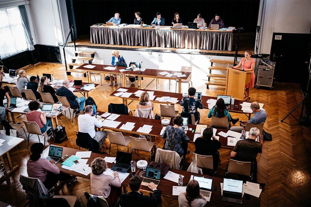 Seit sie 13 Jahre alt ist, engagiert sich Blatter. Hier hält sie als grüne Stadträtin eine Rede gegen die Erhöhung der Sitzungsgelder.