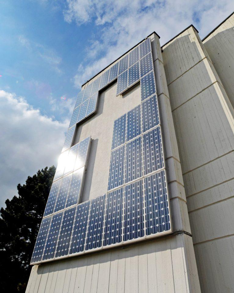 Seit 2002 produziert die Friedenskirche Herten-Disteln Strom.