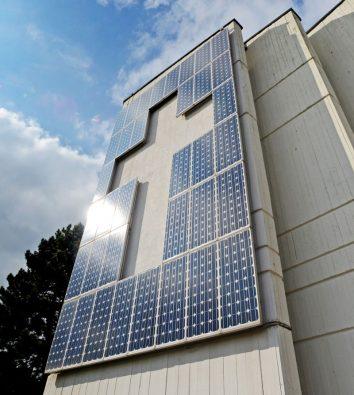 Kreuz aus Solarpanels