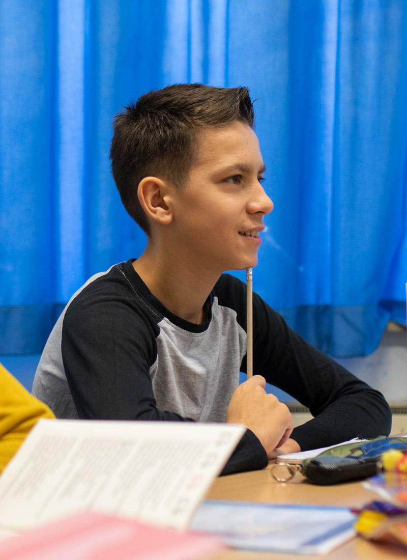 Der 13-jährige Leonardo im Deutschunterricht.