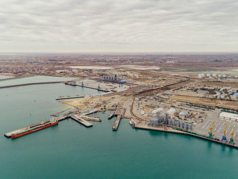 Der Hafen Aktau im Transitland Kasachstan.