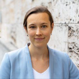 Porträt der Mitarbeiterin im Migrationsprogramm der Deutschen Gesellschaft für Auswärtige Politik Mona Lou Günnewig