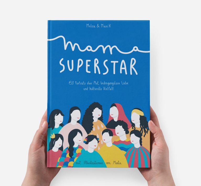 """Das Cover vom Buch """"Mama Superstar"""" in blau mit mehreren Frauen."""