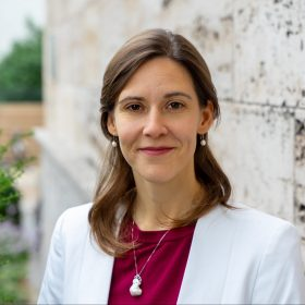 Porträt von der Leiterin des Migrationsprogramms der Deutschen Gesellschaft für Auswärtige Politik Victoria Rietig
