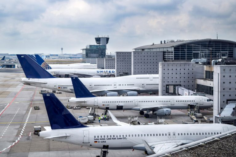 Flugzeuge am Flughafen