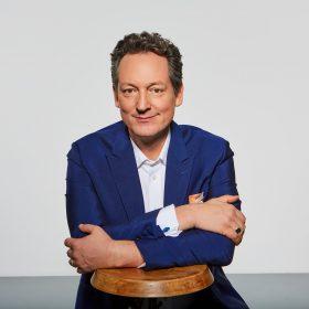 Porträt von dem Fernsehmoderator, Arzt, Zauberkünstler, Kabarettist, Comedian und Schriftsteller Eckhart von Hirschhausen