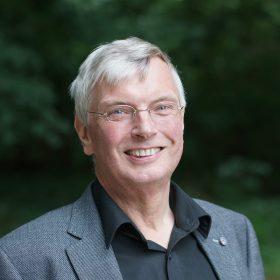 Prof. Dr. Eckart Altenmüller ist Direktor des Instituts für Musikphysiologie und Musiker-Medizin (IMMM) der Hochschule für Musik, Theater und Medien Hannover – eine in Deutschland einzigartige Einrichtung.