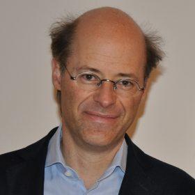 Porträt von Michael Thumann, außenpolitischer Korrespondent der Wochenzeitung DIE ZEIT.