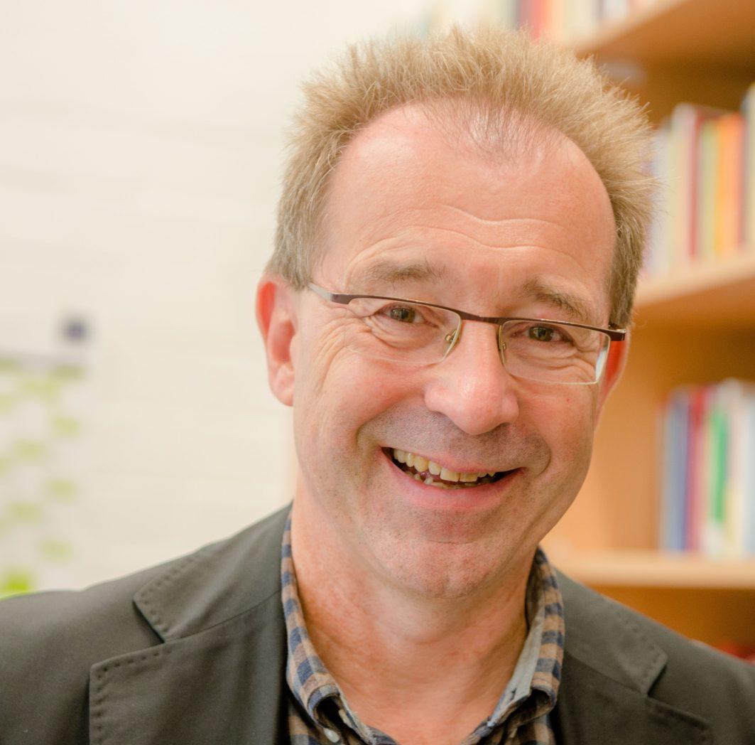 Ein Porträt von Jörg Bogumil. Professor für öffentliche Verwaltung an der Ruhr-Universität Bochum