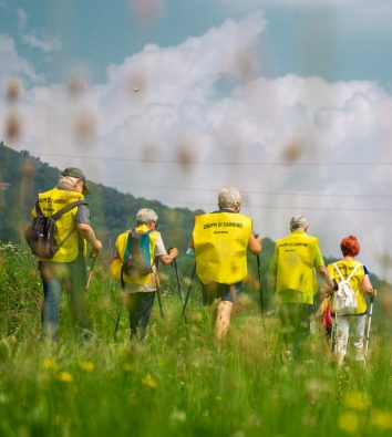 Menschengruppe wandert